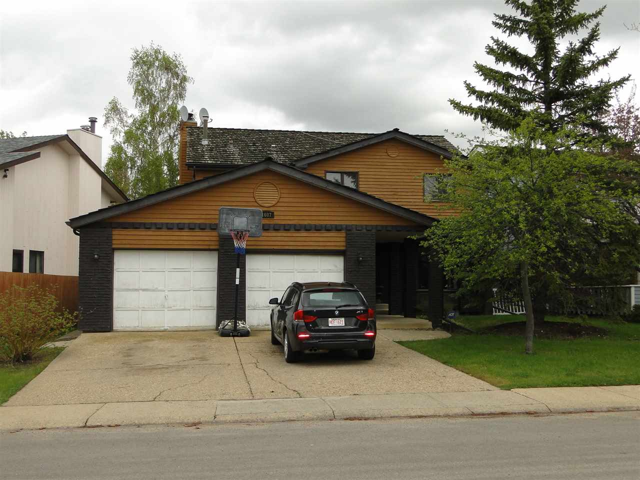 Main Photo: 1607 106 Street in Edmonton: Zone 16 House for sale : MLS® # E4075222