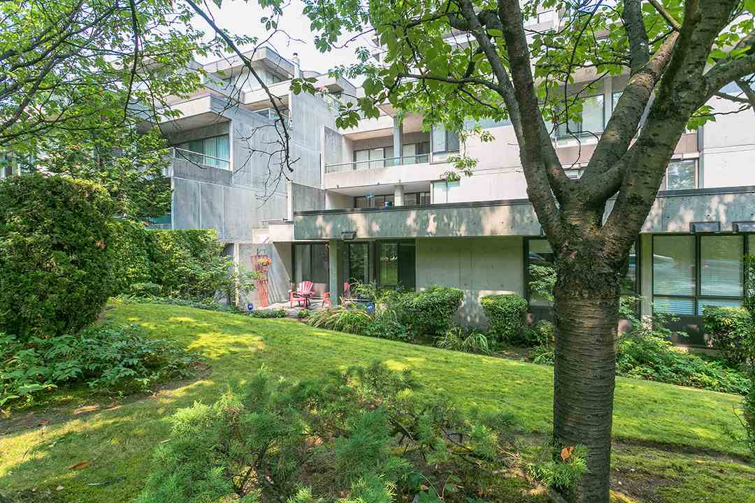 "Main Photo: T3207 3980 CARRIGAN Court in Burnaby: Government Road Townhouse for sale in ""DISCOVERY PLACE"" (Burnaby North)  : MLS® # R2196843"