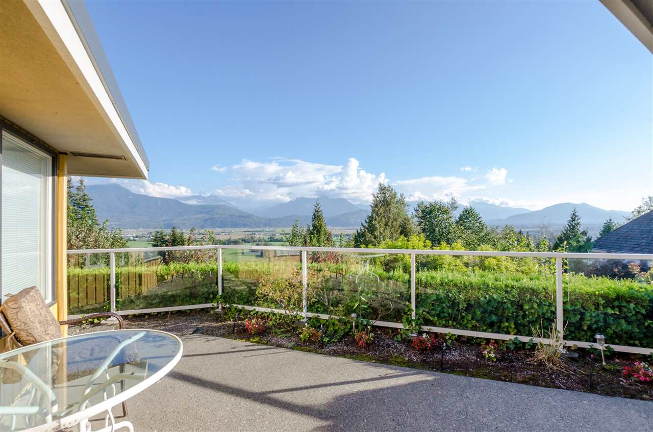 "Photo 16: Photos: 47206 - 47220 SWALLOW Place in Chilliwack: Little Mountain House for sale in ""LITTLE MOUNTAIN"" : MLS® # R2227447"
