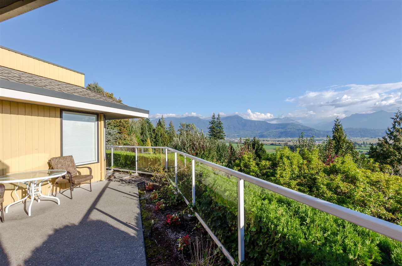 "Photo 7: Photos: 47206 - 47220 SWALLOW Place in Chilliwack: Little Mountain House for sale in ""LITTLE MOUNTAIN"" : MLS® # R2227447"