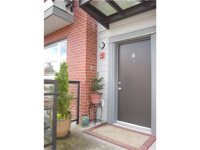 "Main Photo: 202 5632 KINGS Road in Vancouver: University VW Townhouse for sale in ""GALLERIA"" (Vancouver West)  : MLS® # V879707"