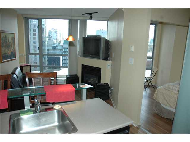 "Photo 5: 810 501 PACIFIC Street in Vancouver: Downtown VW Condo for sale in ""THE 501"" (Vancouver West)  : MLS® # V881976"