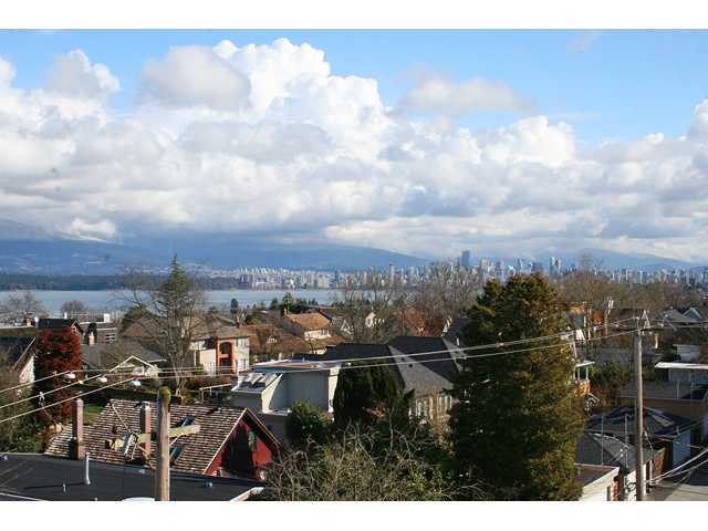 "Main Photo: 405 4375 W 10TH Avenue in Vancouver: Point Grey Condo for sale in ""THE VARSITY"" (Vancouver West)  : MLS®# V916093"