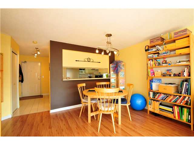 "Photo 5: 507 456 MOBERLY Road in Vancouver: False Creek Condo for sale in ""PACIFIC COVE"" (Vancouver West)  : MLS(r) # V919762"