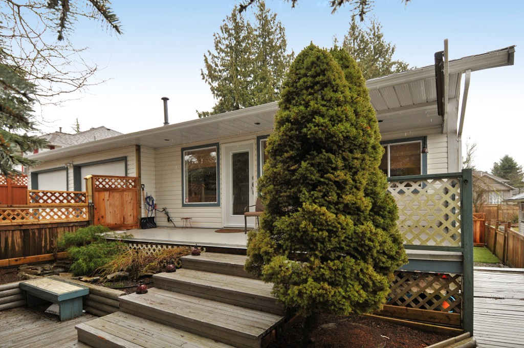 Photo 8: 18055 64TH Avenue in Surrey: Cloverdale BC House for sale (Cloverdale)  : MLS(r) # F1405345