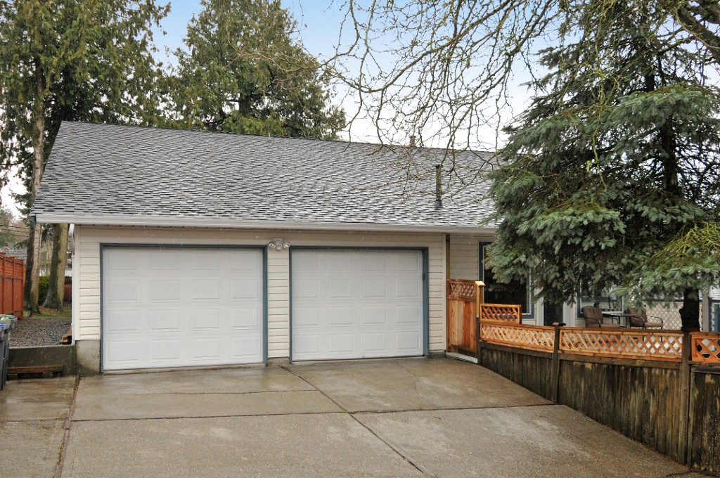 Photo 7: 18055 64TH Avenue in Surrey: Cloverdale BC House for sale (Cloverdale)  : MLS(r) # F1405345