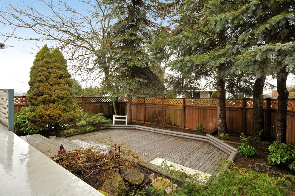 Photo 4: 18055 64TH Avenue in Surrey: Cloverdale BC House for sale (Cloverdale)  : MLS(r) # F1405345