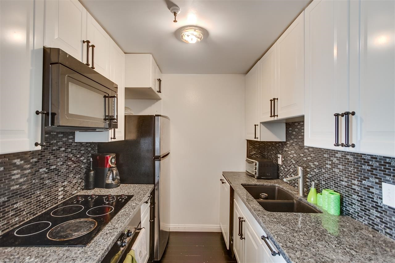 Photo 7: PACIFIC BEACH Condo for sale : 2 bedrooms : 4730 Noyes St #214 in San Diego