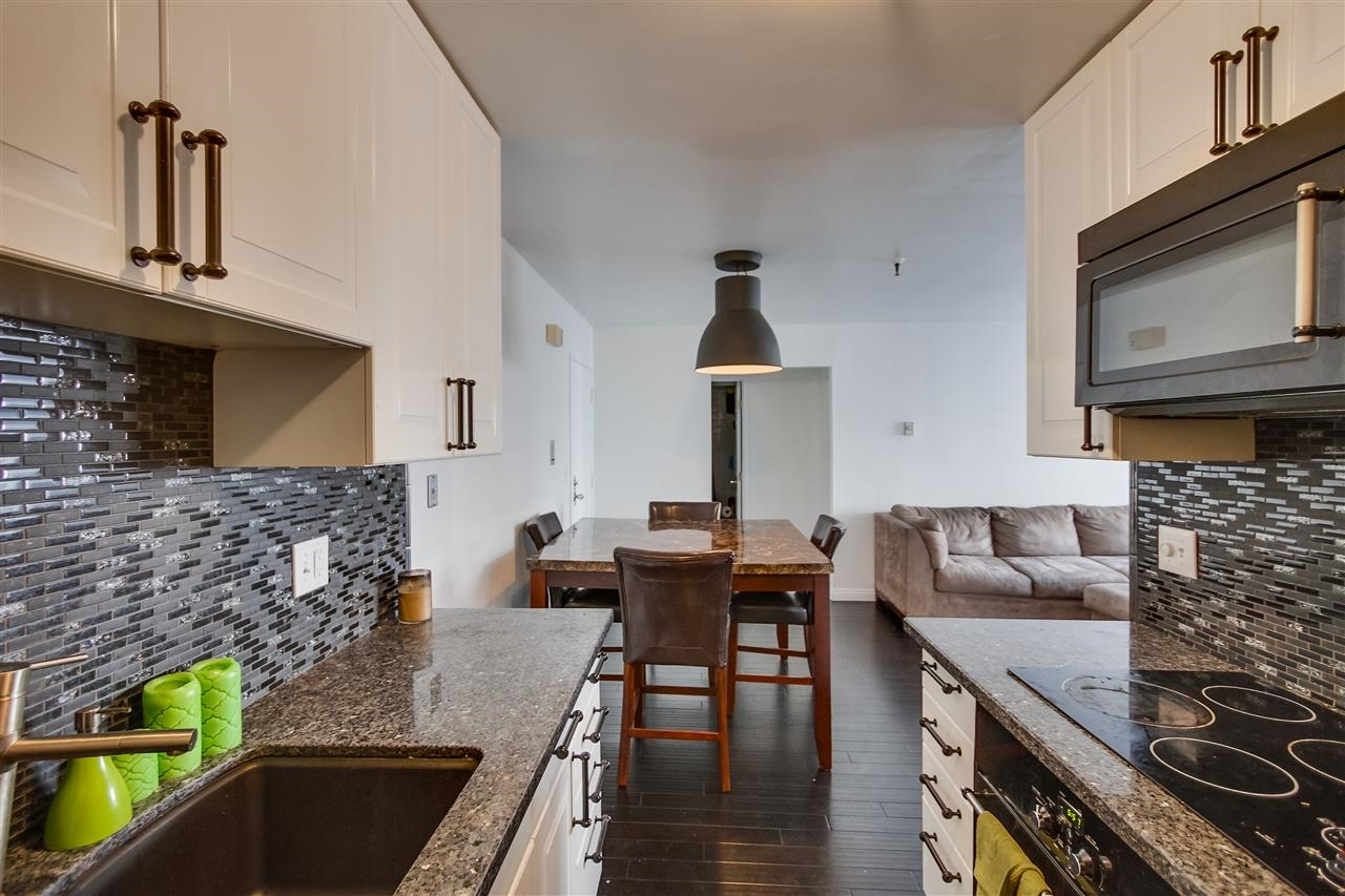 Photo 8: PACIFIC BEACH Condo for sale : 2 bedrooms : 4730 Noyes St #214 in San Diego