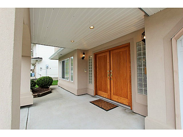 Photo 2: 32236 HOLIDAY Avenue in Mission: Mission BC House for sale : MLS(r) # F1436948