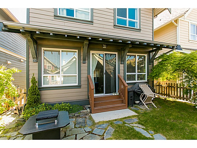 "Photo 2: 255 HOLLY Avenue in New Westminster: Queensborough House for sale in ""RED BOAT PORT ROYAL"" : MLS(r) # V1122082"