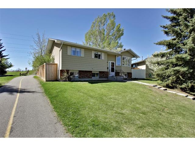 Main Photo: 11303 11 Street SW in Calgary: Southwood House for sale : MLS® # C4013278