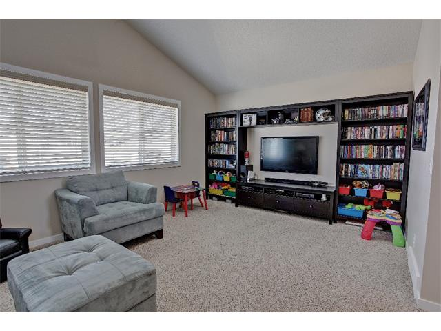 Photo 9: 258 HILLCREST Circle SW: Airdrie House for sale : MLS® # C4016316