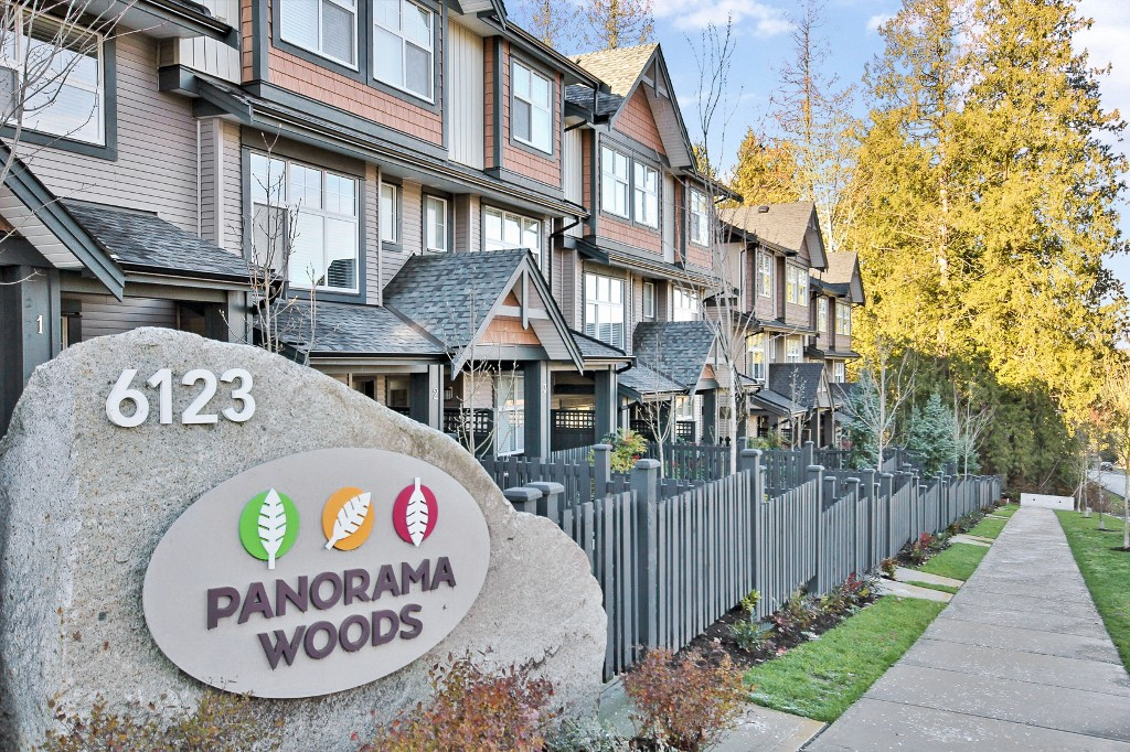 "Main Photo: 10 6123 138 Street in Surrey: Sullivan Station Townhouse for sale in ""Panorama Woods"" : MLS® # R2018248"