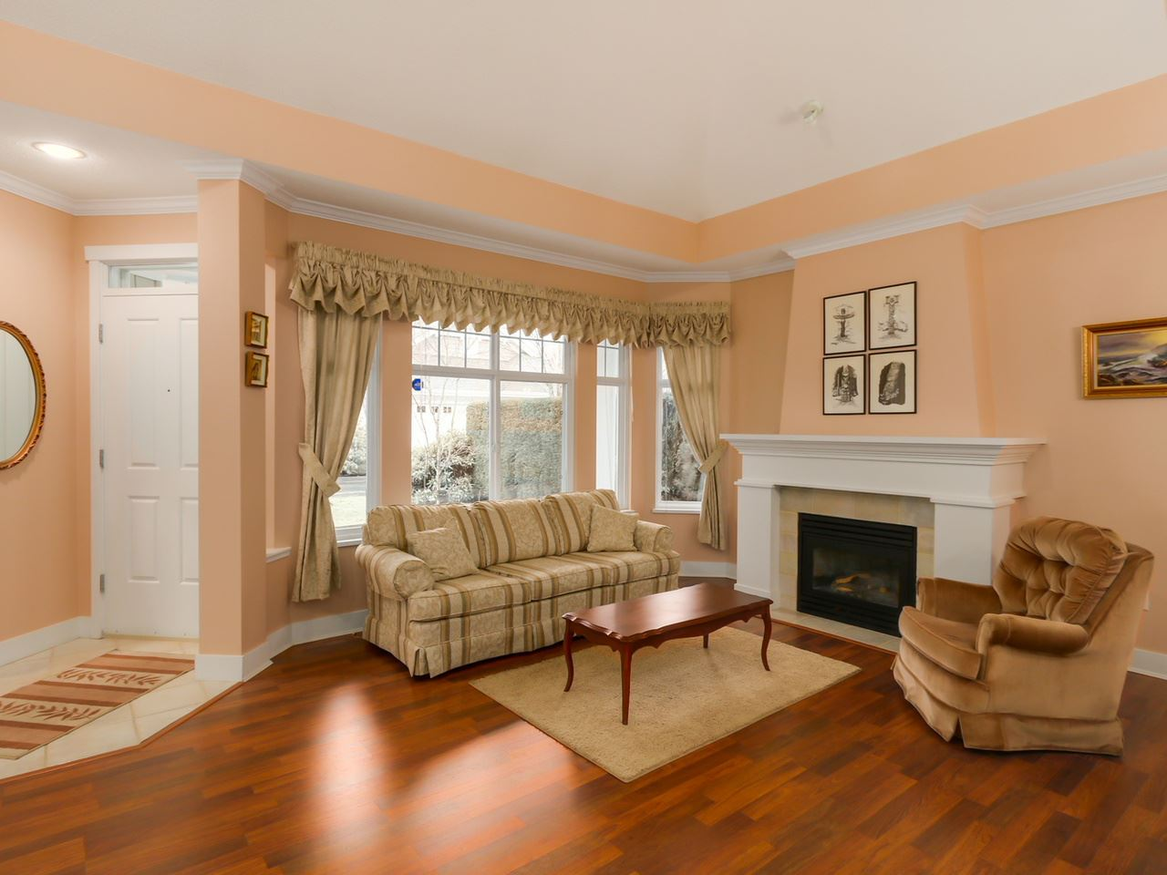 Photo 3: 113 5900 FERRY Road in Delta: Neilsen Grove Townhouse for sale (Ladner)  : MLS(r) # R2035686