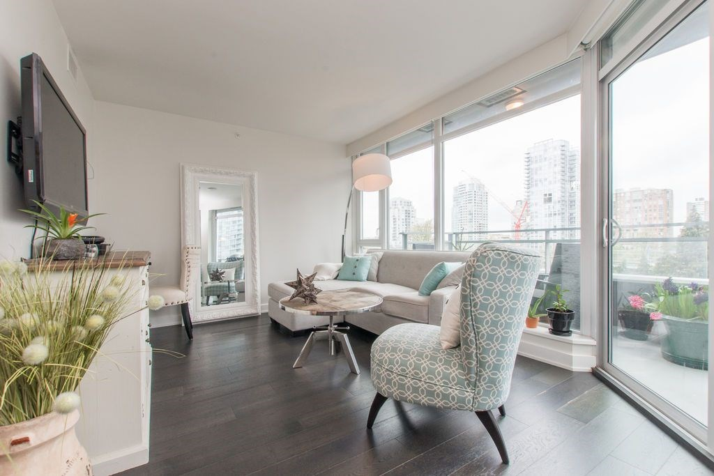"Main Photo: 806 1372 SEYMOUR Street in Vancouver: Downtown VW Condo for sale in ""THE MARK"" (Vancouver West)  : MLS®# R2053535"