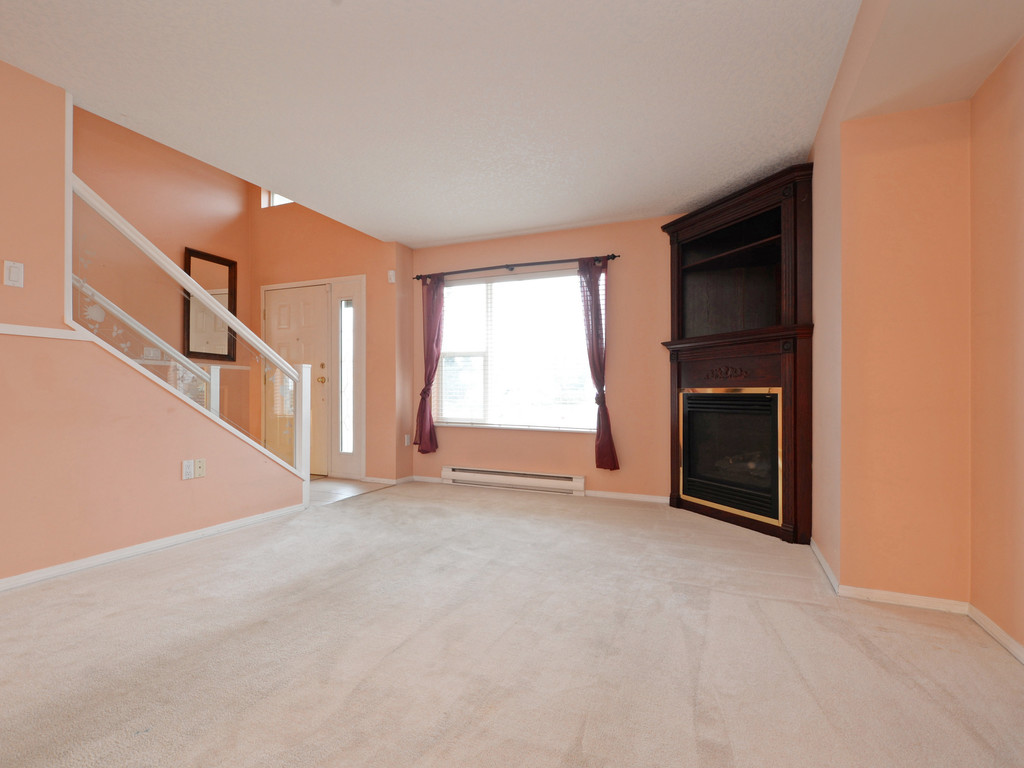 Photo 4: 295 Nicola Place in VICTORIA: SW Tillicum Strata Duplex Unit for sale (Saanich West)  : MLS(r) # 373590