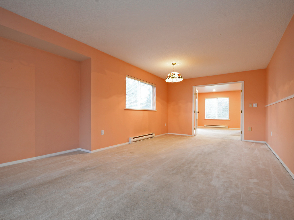 Photo 3: 295 Nicola Place in VICTORIA: SW Tillicum Strata Duplex Unit for sale (Saanich West)  : MLS(r) # 373590