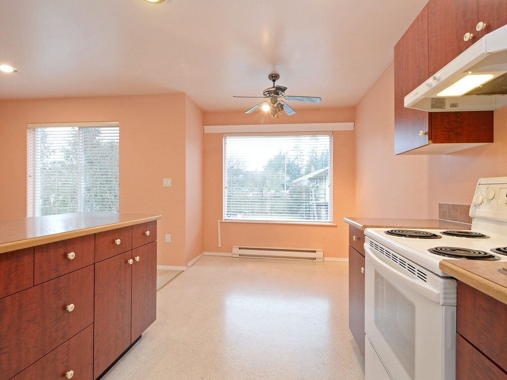 Photo 8: 295 Nicola Place in VICTORIA: SW Tillicum Strata Duplex Unit for sale (Saanich West)  : MLS(r) # 373590