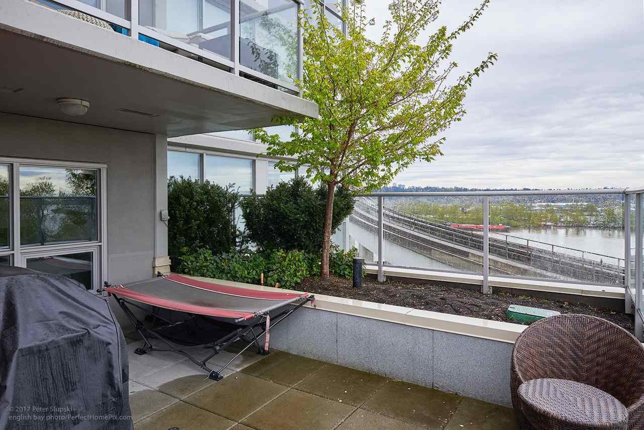 "Photo 13: 505 125 COLUMBIA Street in New Westminster: Downtown NW Condo for sale in ""NORTHBANK"" : MLS® # R2158737"