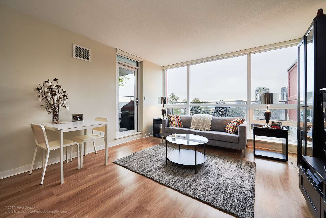 "Photo 4: 505 125 COLUMBIA Street in New Westminster: Downtown NW Condo for sale in ""NORTHBANK"" : MLS® # R2158737"