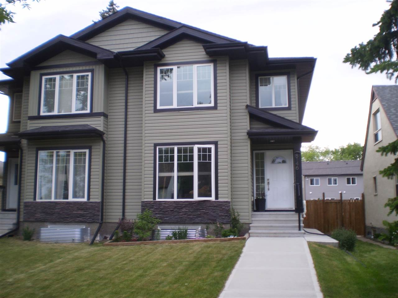 Main Photo: 8146 77 Avenue in Edmonton: Zone 17 House Half Duplex for sale : MLS(r) # E4068287