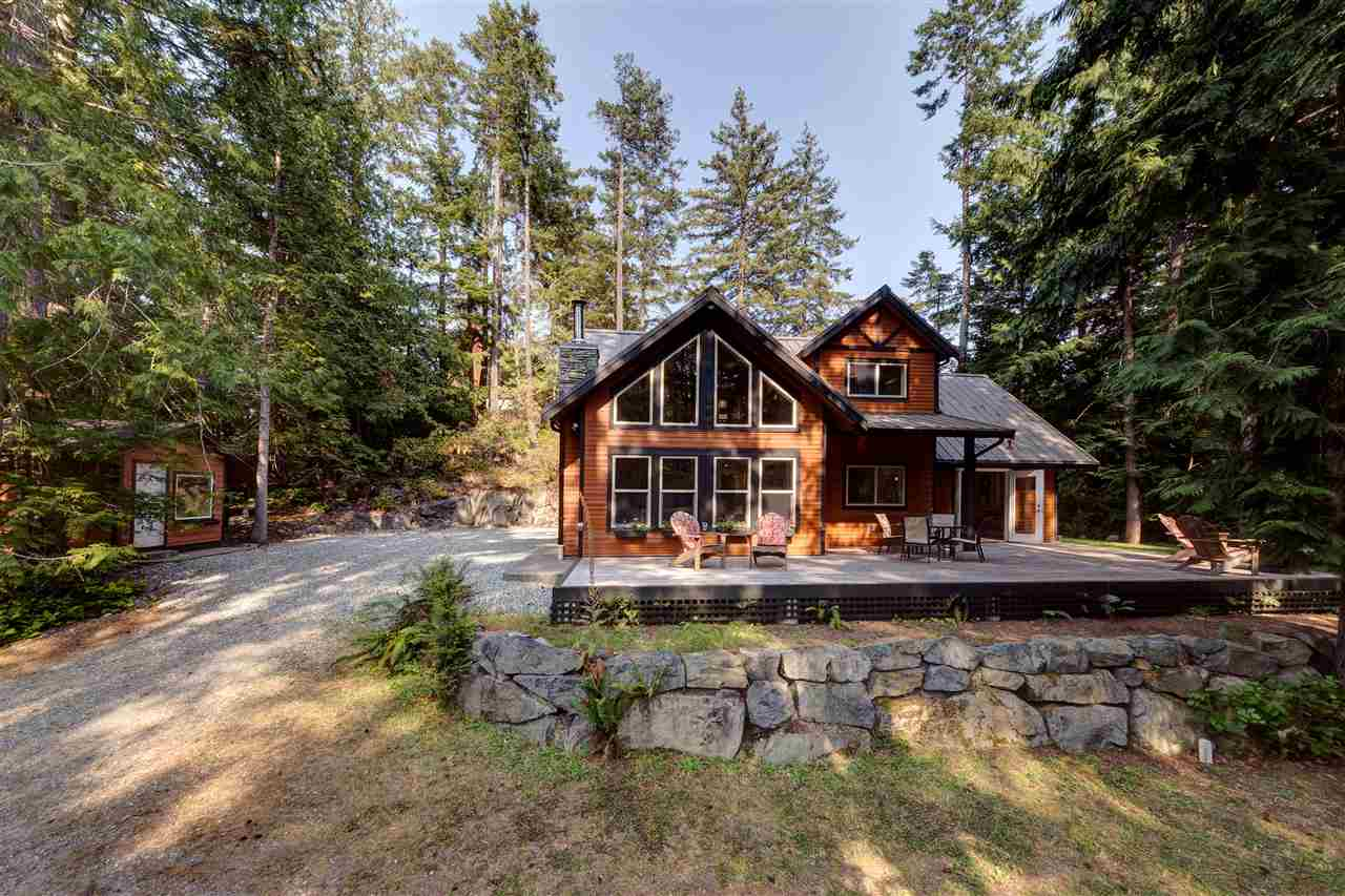 Main Photo: 12752 RONDEVIEW Place in Madeira Park: Pender Harbour Egmont House for sale (Sunshine Coast)  : MLS® # R2194829