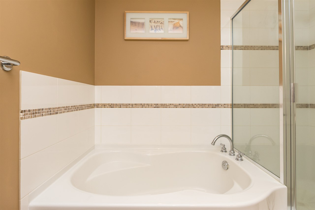 "Photo 11: 707 1551 FOSTER Street: White Rock Condo for sale in ""Sussex House"" (South Surrey White Rock)  : MLS® # R2205438"