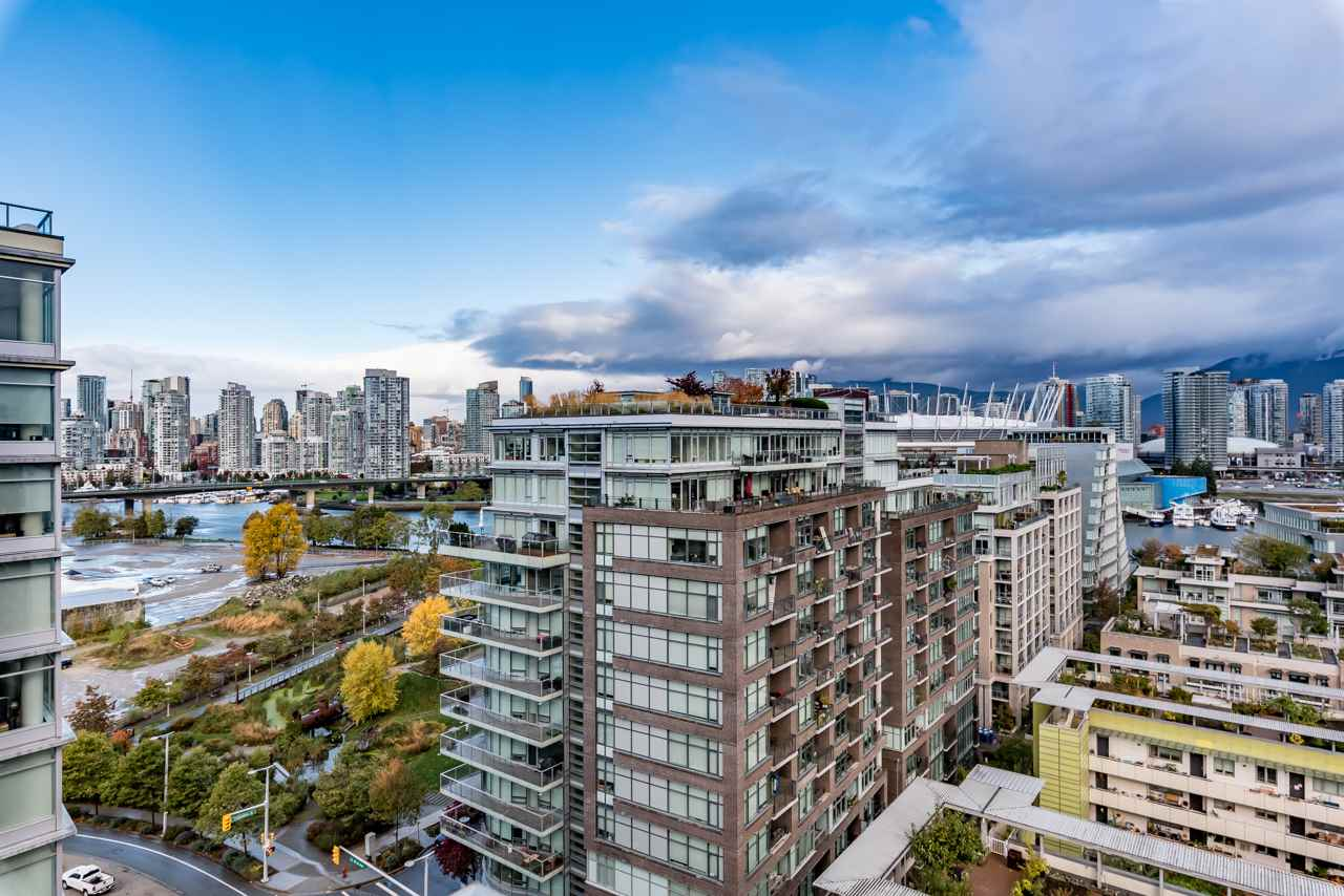 Main Photo: 1501 168 W 1ST AVENUE in Vancouver: False Creek Condo for sale (Vancouver West)  : MLS®# R2216503