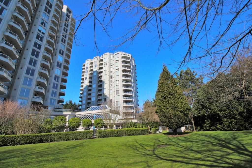 "Main Photo: 203 71 JAMIESON Court in New Westminster: Fraserview NW Condo for sale in ""PALACE QUAY"" : MLS®# R2252210"