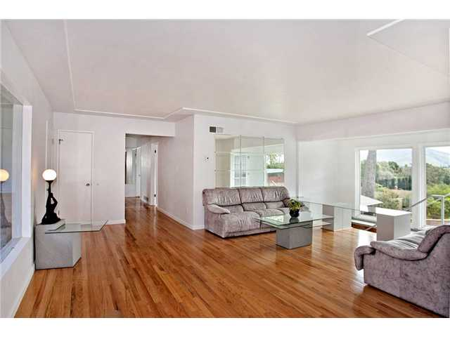 Photo 2: MOUNT HELIX House for sale : 3 bedrooms : 10601 Itzamna in La Mesa