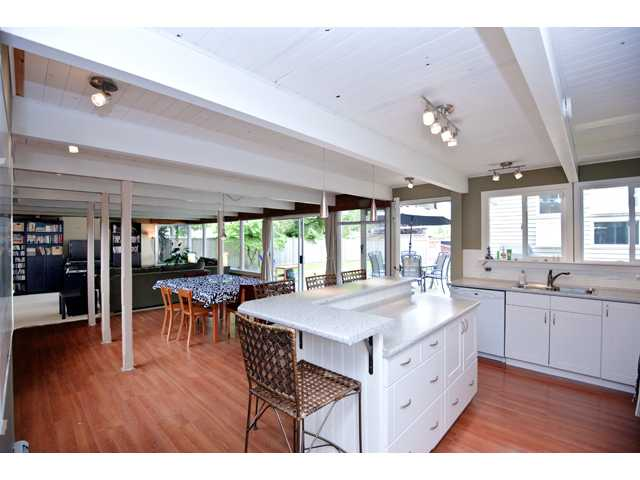 Photo 2: 135 RICKMAN Place in New Westminster: The Heights NW House for sale : MLS(r) # V892904