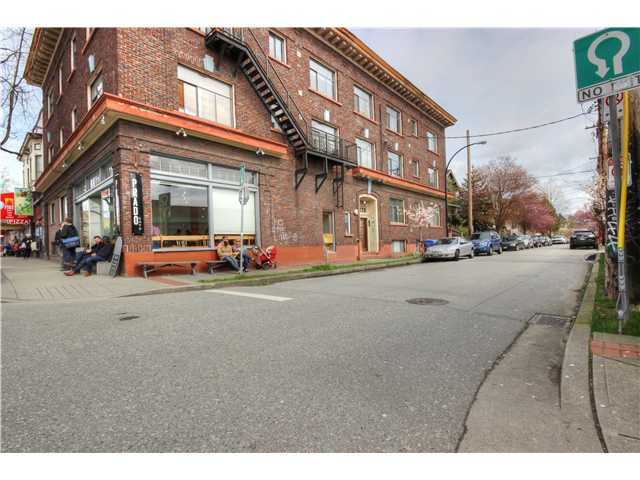 "Photo 20: 1764 E 4TH Avenue in Vancouver: Grandview VE House for sale in ""Commercial Drive"" (Vancouver East)  : MLS® # V1056746"