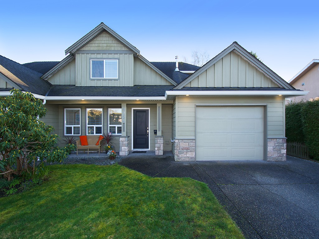 "Main Photo: 4954 44A Avenue in Ladner: Ladner Elementary House Duplex for sale in ""LADNER ELEMENTARY"" : MLS® # V1108626"