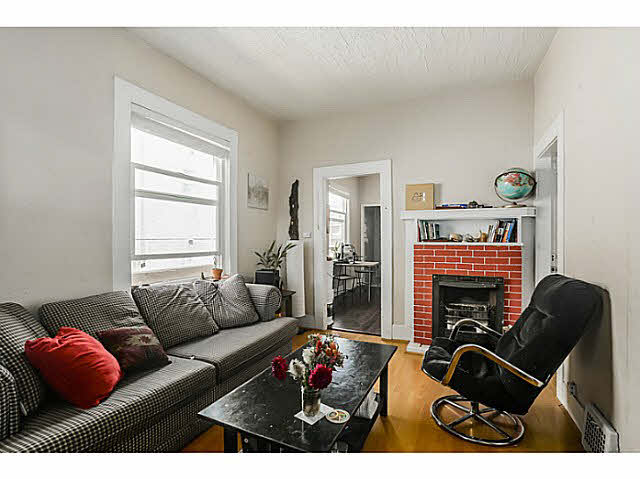 "Photo 4: 939 E 17TH Avenue in Vancouver: Fraser VE House for sale in ""CEDAR COTTAGE"" (Vancouver East)  : MLS® # V1136181"