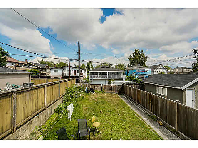"Photo 17: 939 E 17TH Avenue in Vancouver: Fraser VE House for sale in ""CEDAR COTTAGE"" (Vancouver East)  : MLS® # V1136181"