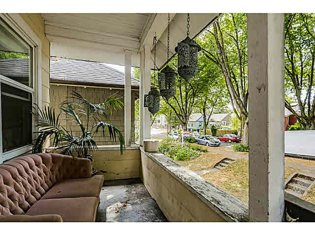 "Photo 3: 939 E 17TH Avenue in Vancouver: Fraser VE House for sale in ""CEDAR COTTAGE"" (Vancouver East)  : MLS® # V1136181"