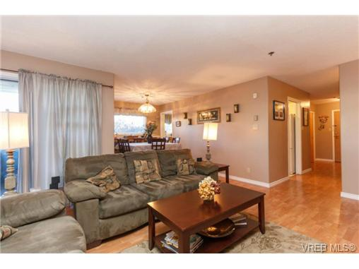 Photo 3: 107 3009 Brittany Drive in VICTORIA: La Jacklin Condo Apartment for sale (Langford)  : MLS® # 360976