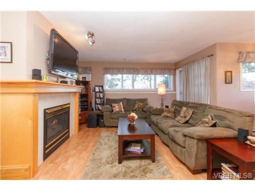 Photo 2: 107 3009 Brittany Drive in VICTORIA: La Jacklin Condo Apartment for sale (Langford)  : MLS® # 360976
