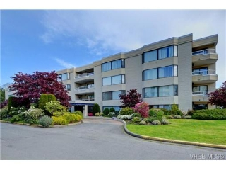 Main Photo: 306 1370 Beach Drive in VICTORIA: OB South Oak Bay Condo Apartment for sale (Oak Bay)  : MLS®# 363273