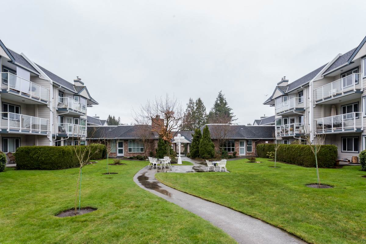 "Photo 20: 102 13959 16 Avenue in Surrey: Sunnyside Park Surrey Condo for sale in ""White Rock Village - Wiltshire House"" (South Surrey White Rock)  : MLS® # R2147900"