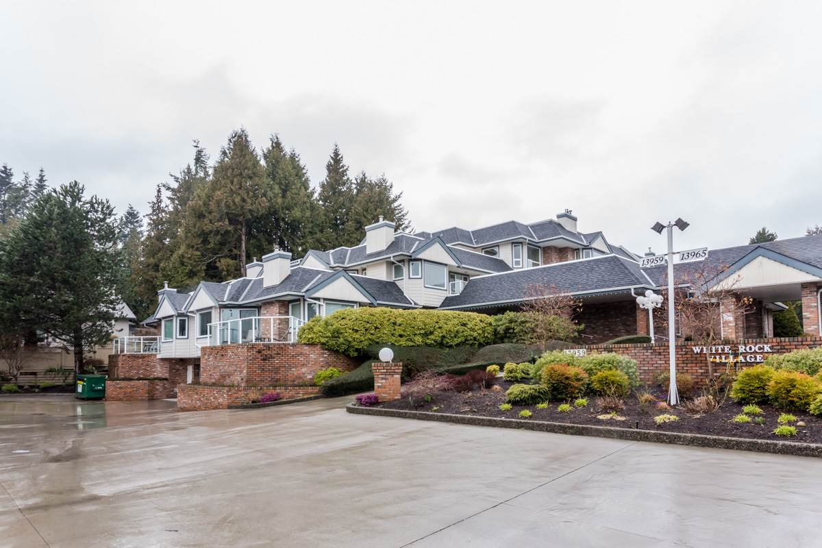 "Main Photo: 102 13959 16 Avenue in Surrey: Sunnyside Park Surrey Condo for sale in ""White Rock Village - Wiltshire House"" (South Surrey White Rock)  : MLS® # R2147900"