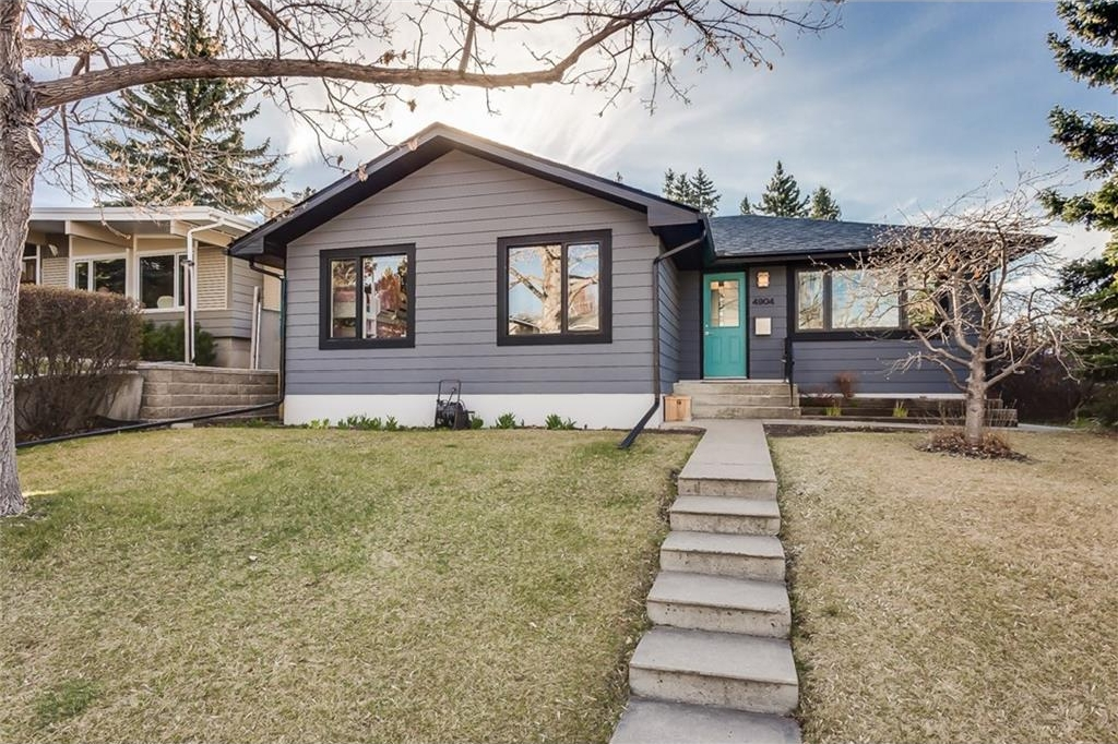 Main Photo: 4904 CLARET Street NW in Calgary: Charleswood House for sale : MLS(r) # C4109698