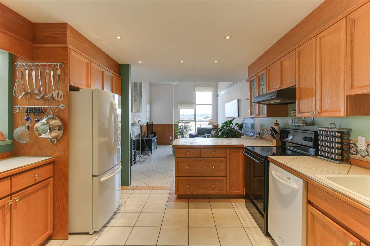Photo 2: 21 323 GOVERNORS Court in New Westminster: Fraserview NW Townhouse for sale : MLS® # R2155751
