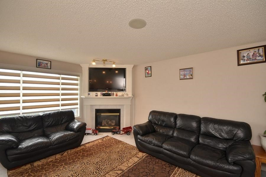 Photo 7: 1905 37A Avenue in Edmonton: Zone 30 House for sale : MLS(r) # E4063274