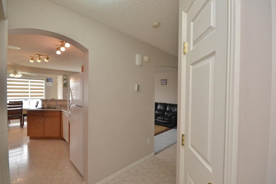 Photo 17: 1905 37A Avenue in Edmonton: Zone 30 House for sale : MLS(r) # E4063274