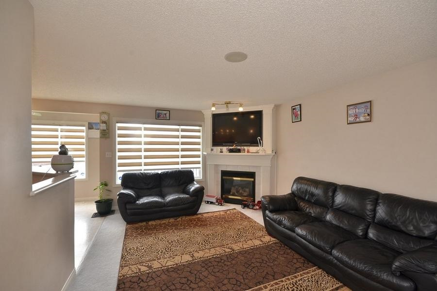 Photo 6: 1905 37A Avenue in Edmonton: Zone 30 House for sale : MLS(r) # E4063274