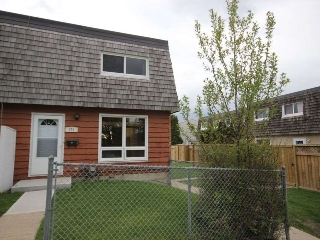 Main Photo: 171 Mayfair Mews in Edmonton: Zone 02 Townhouse for sale : MLS(r) # E4064888