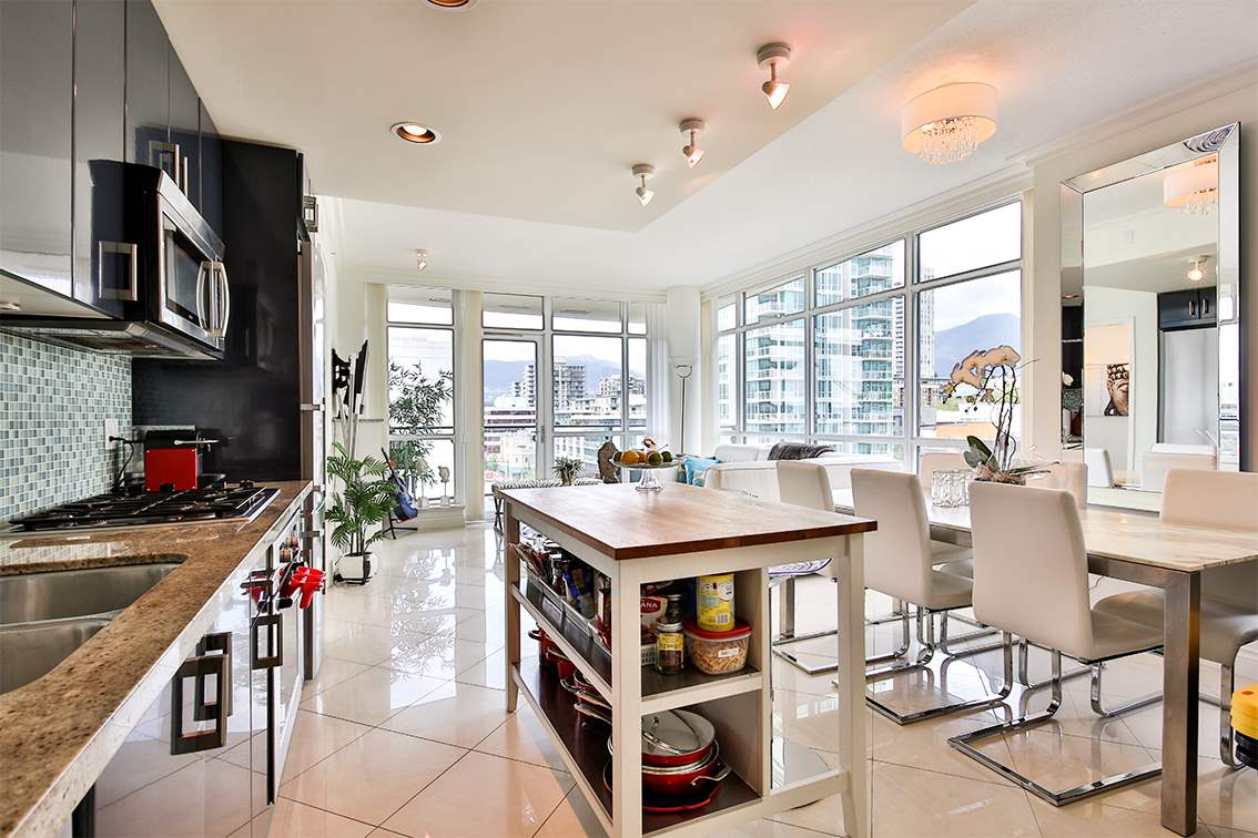 Photo 3: 908 162 VICTORY SHIP WAY in North Vancouver: Lower Lonsdale Condo for sale : MLS(r) # R2166439