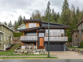 "Main Photo: 1056 JAY Crescent in Squamish: Garibaldi Highlands House for sale in ""Thunderbird Creek"" : MLS(r) # R2181297"